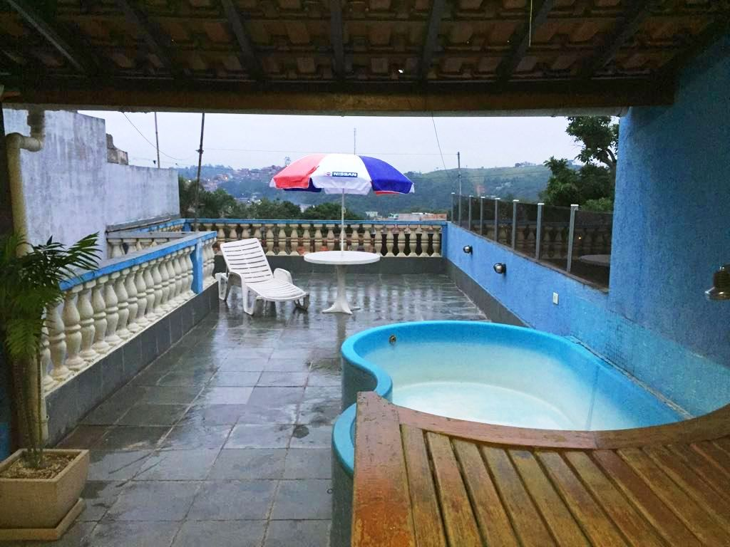 Vendo casa com piscina rea de festas e terra o bar um for Piscina no terraco e perigoso